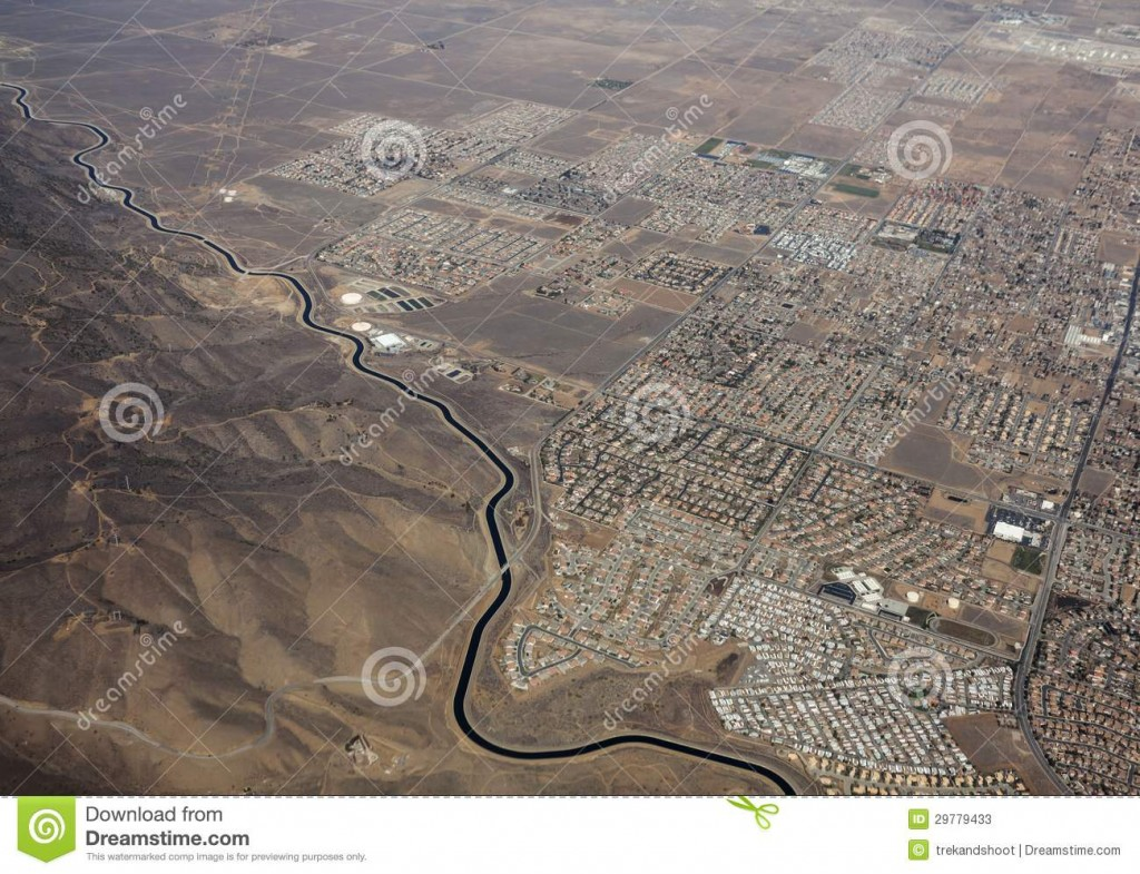 aerial-california-aqueduct-winding-past-palmdale-california-29779433